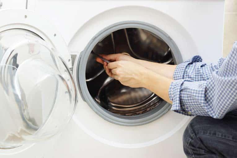 دلایل رایج نشت آب از ماشین لباسشویی و آموزش تعمیر ماشین لباسشویی آاگ در نمایندگی